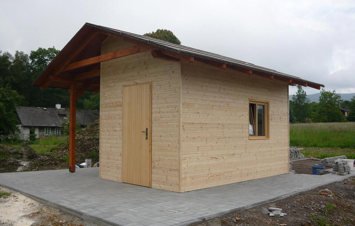 Zahradní domek s vnějším dřevníkem
