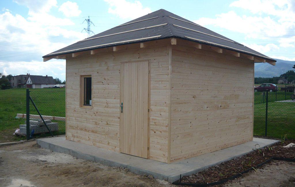 Zahradní domek se stanovou střechou