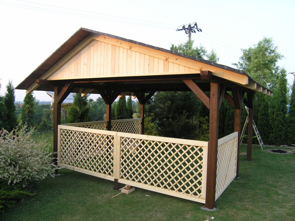 Zahradní altán se sedlovou střechou